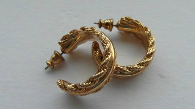 vintage-gold-earrings-274246_640