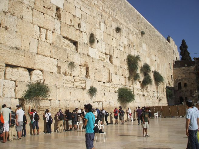 2048px-Western_Wall_-_Jerusalem_(2)