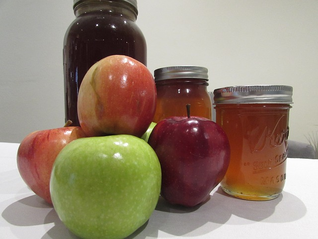 https://pixabay.com/en/jewish-apples-honey-judaism-new-894752/