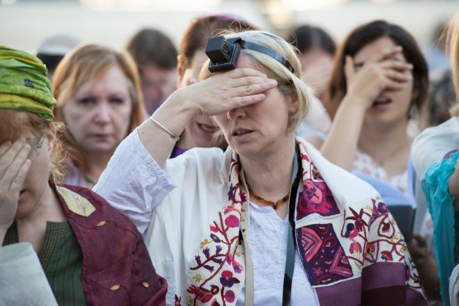 A_women_praying